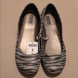 New mossimo supply zebra flat size 7